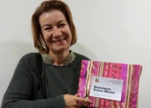 Ivelina es de Bulgaria y quería un diccionario de catalán-castellano para seguir formándose