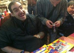 Jordi estaba así de contento tras recibir sus regalos de su equipo de fútbol